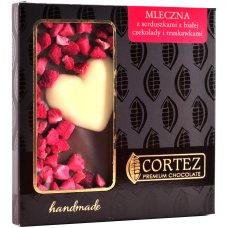 Czekolada z truskawkami i sercem z czekolady